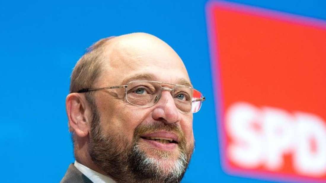 Martin Schulz, der im Januar in die Bundespolitik wechseln will, hatte in Umfragen zuletzt deutlich höhere Zustimmungswerte als Sigmar Gabriel erzielt. Foto: Maurizio Gambarini/Archiv
