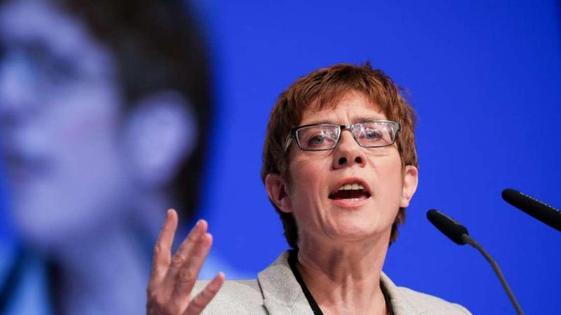 Nach Ansicht von Saarlands Ministerpräsidentin Kramp-Karrenbauer darf Rot-Rot-Grün keine Option sein. Foto: Michael Kappeler