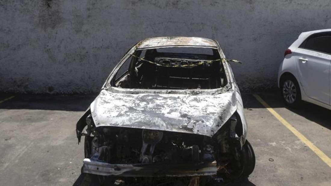 Das ausgebrannte Auto, in dem die Leiche des Botschafters entdeckt wurde.