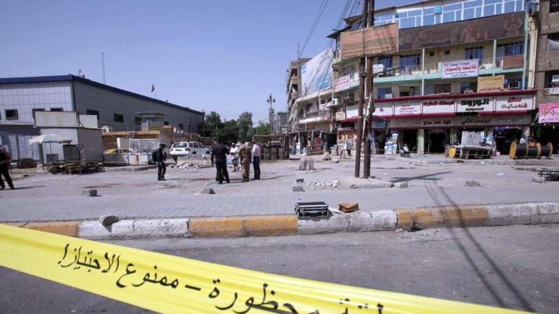 Absperrband am Ort eines Selbstmordanschlags in der irakischen Hauptstadt Bagdad.