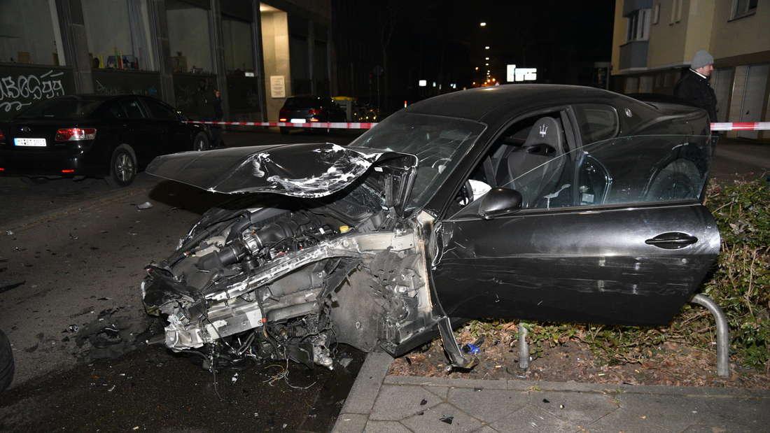 In der Nacht auf Samstag verursacht ein bereits bekannter Poser einen schweren Verkehrsunfall in der Fressgasse.