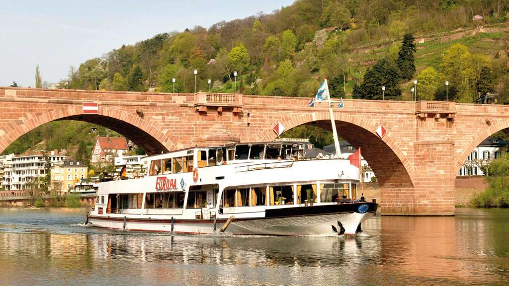 Das Radio Regenbogen 'After Work Partyschiff' legt am 17. August am Neckar ab.