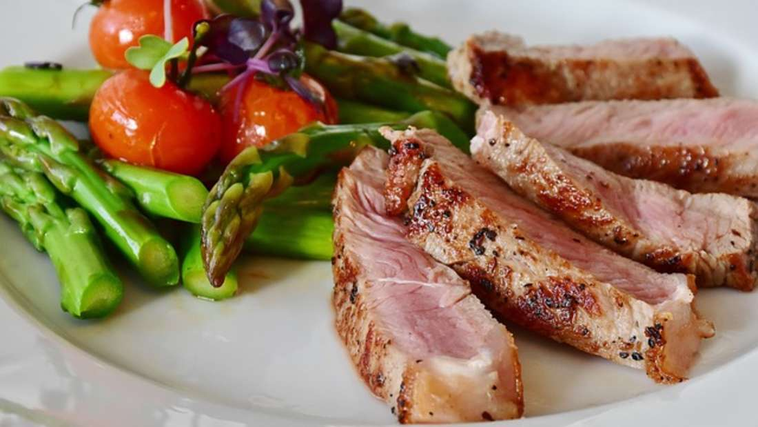 Wer gerne Fleisch isst, braucht kein schlechtes Gewissen mehr zu haben. Es ist nämlich doch gesund.