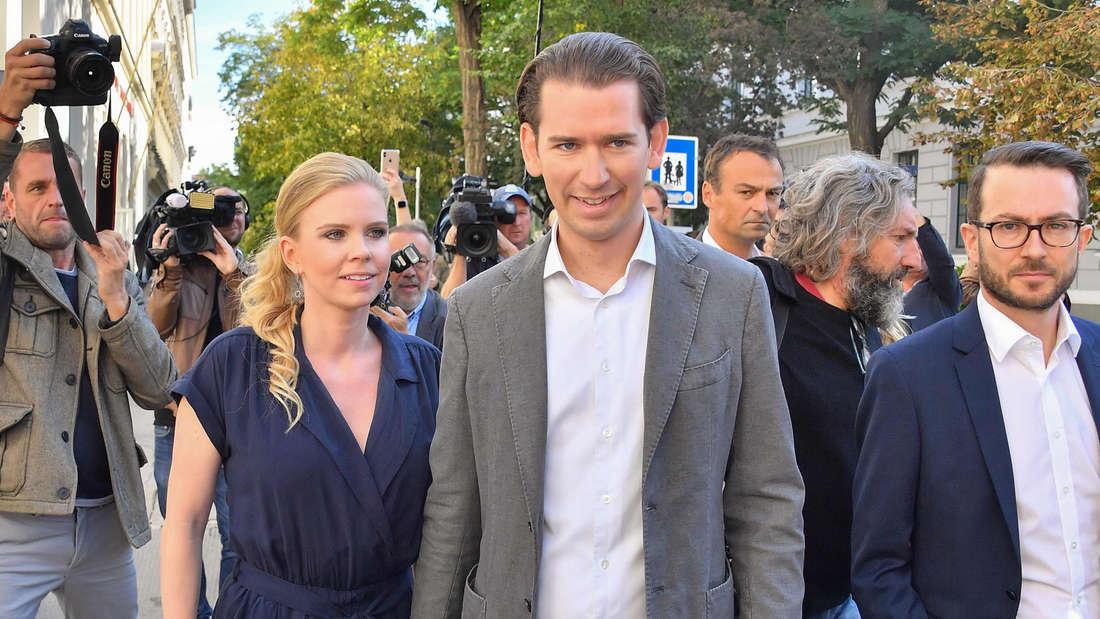 Sebastian Kurz und seine Freundin Susanne Thier am Sonntag auf dem Weg zum Wahllokal.
