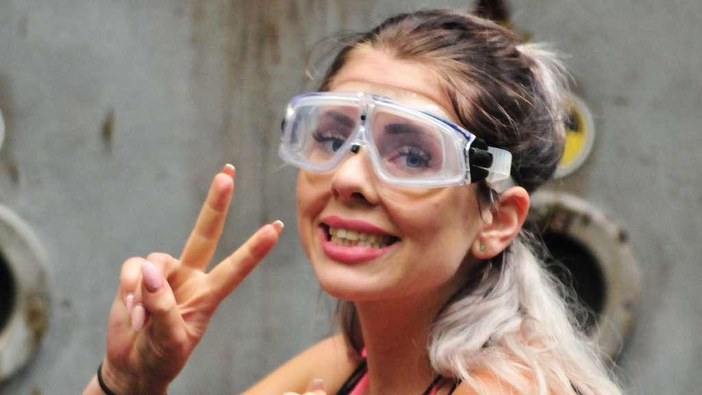 Jenny frankhauser im dschungelcamp sie schnappt sich die for Spiegel tv heute abend thema