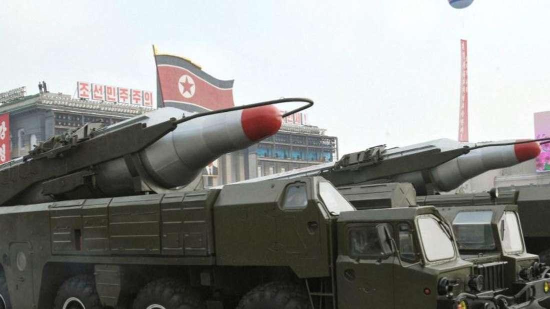 Eine nordkoreanische Musudan-Rakete wird bei einer Militärparade durch die Straßen von Pjöngjang gefahren. Foto:KCNA/Yonhap