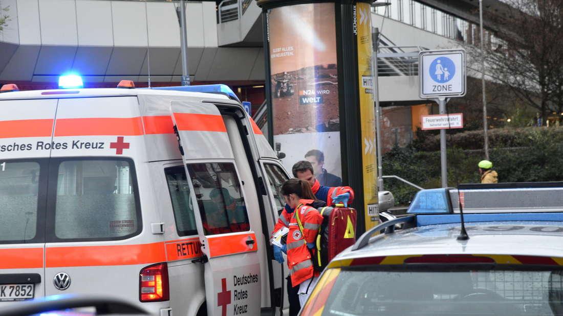 Polizei stoppt bewaffneten Mann am Rathausplatz mit Schusswaffe.