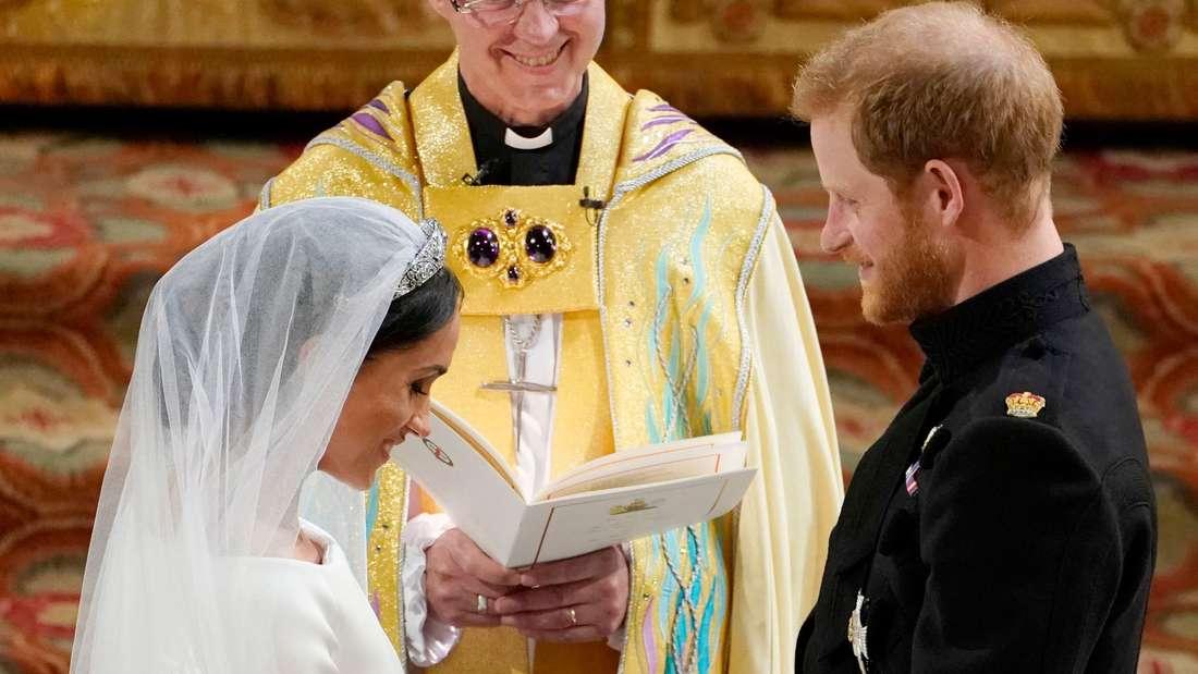 """Prinz Harry bekommt unmittelbar nach der Trauung das Herzogtum Sussex von der Queen (92) überschrieben.Meghan erhält die Heirat dadurch einen Titel""""Herzogin von Sussex""""."""