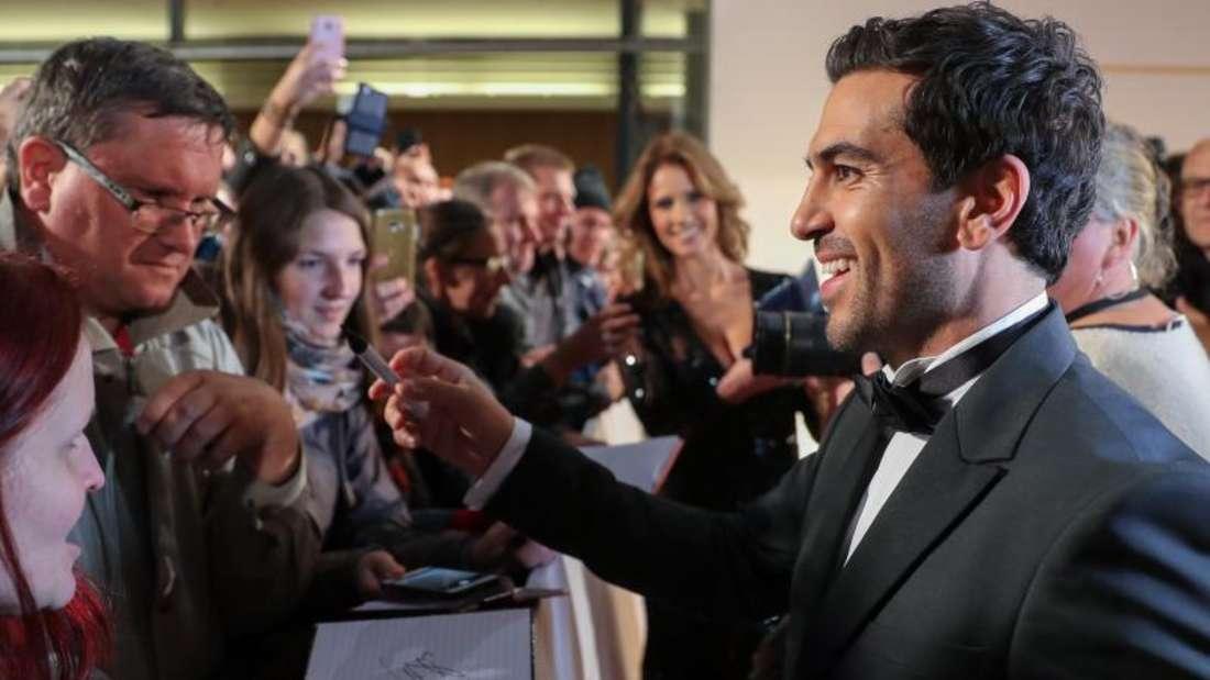 Seine Autogramme sind begehrt:Elyas M'Barek. Foto: Jan Woitas