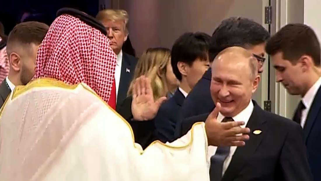 Schlag ein! So begrüßten sich Putin und Mohammed bin Salman beim G20-Gipfel.