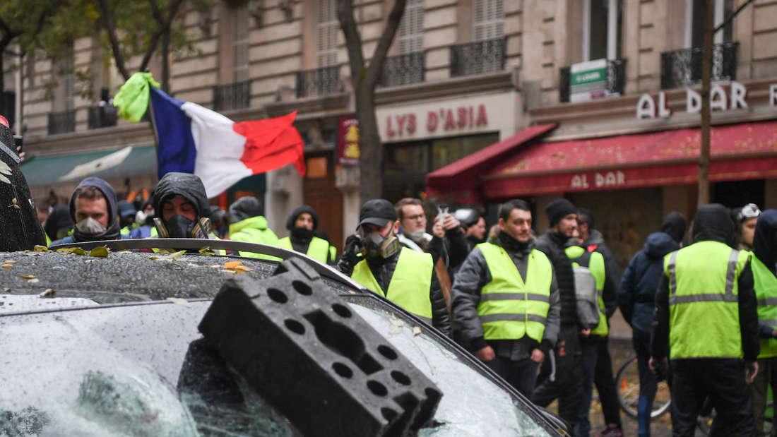 """Ausschreitungen bei Portesten der""""Gelben Westen"""" Anfang Dezember in Paris."""