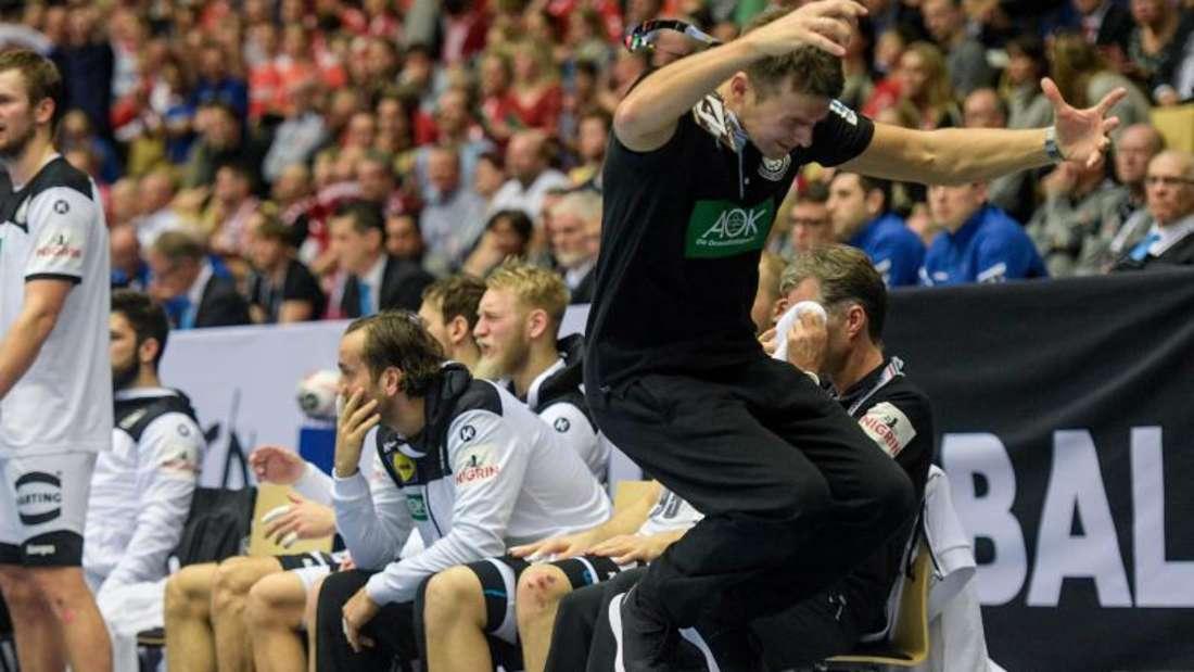 Deutschlands Trainer Christian Prokop reagiert verärgert an der Seitenlinie. Foto: Axel Heimken