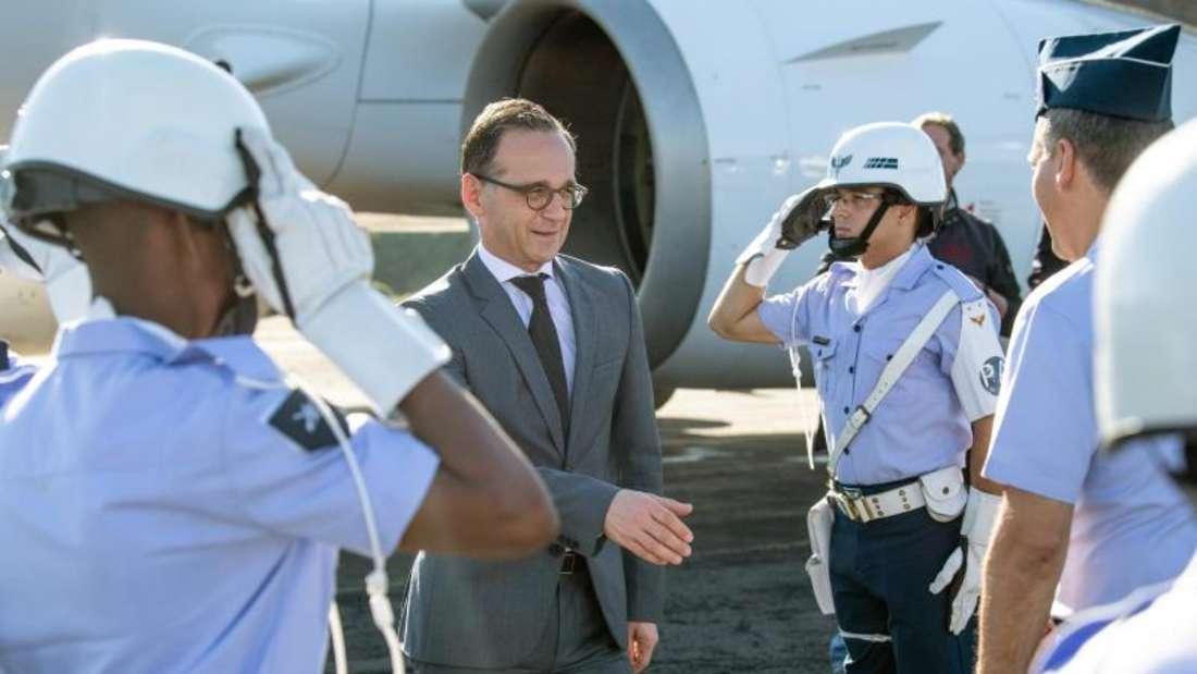 Begrüßung am Flughafen: Heiko Maas kommt in Salvador da Bahia inBrasilien an. Foto: Fabian Sommer