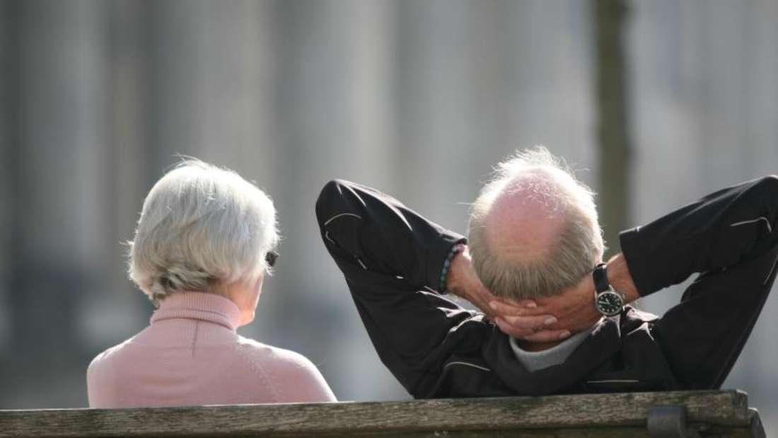 Entspannte Rentner: Nicht jeder Ruheständler hat so vorsorgen können, dass er im Alter frei von finanziellen Sorgen ist. Foto: Stephan Scheuer