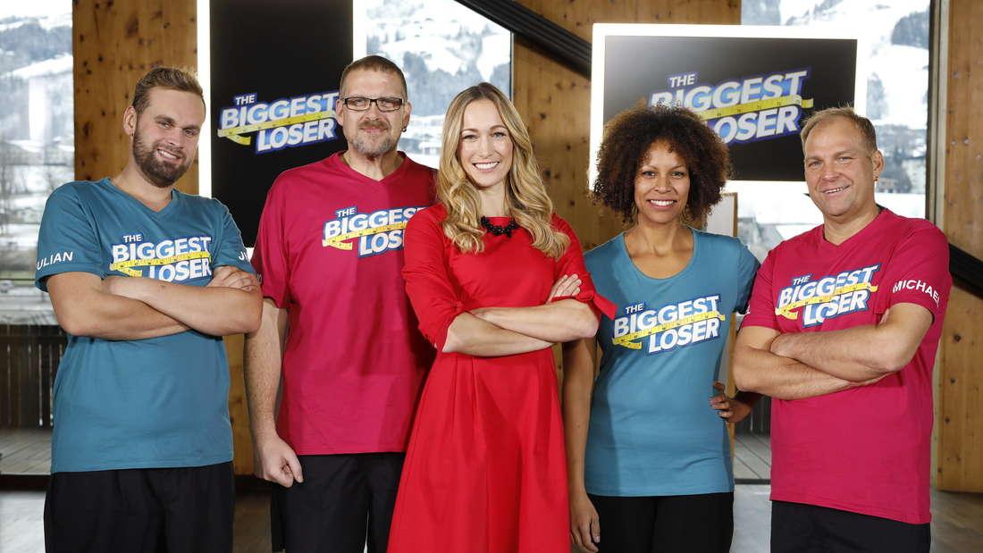 """""""The Biggest Loser 2019"""": Moderatorin Dr. Christine Theiss (m.) mit den vier Finalisten vor der Sendung."""