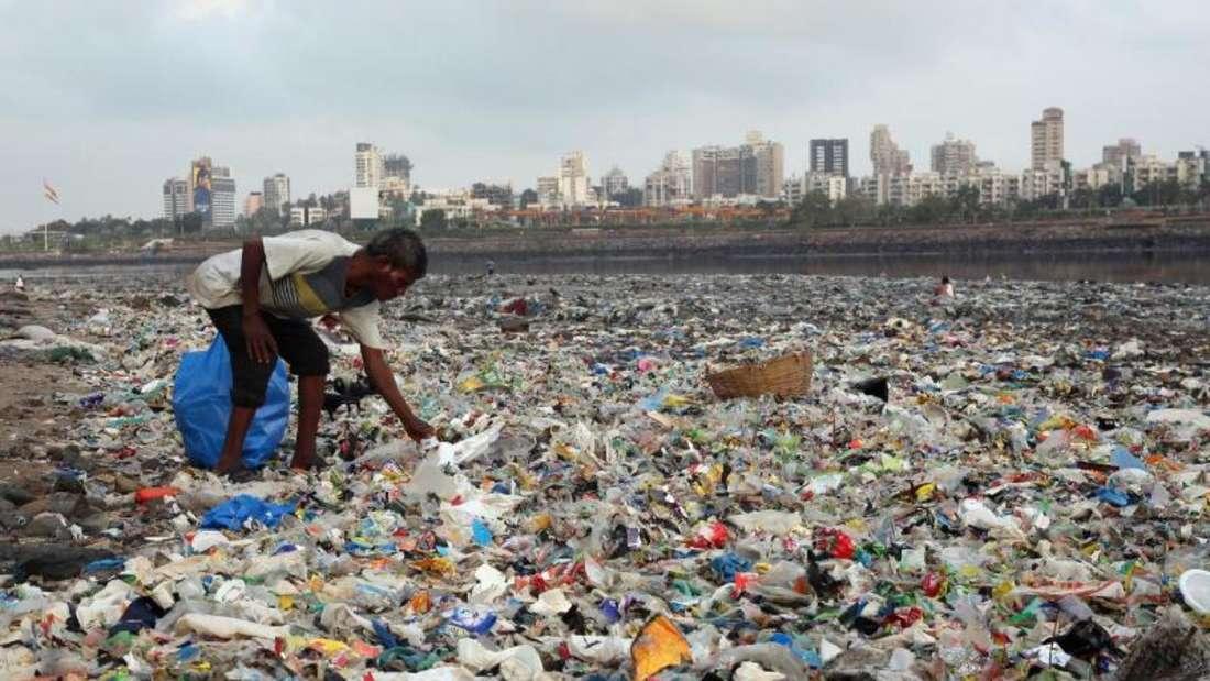 Plastikmüll am Meer: Die EU-Kommission will einige Alltagsgegenstände aus Plastik verbannen, um die Umwelt besser zu schützen