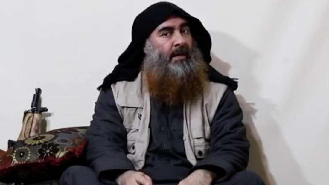 Screenshot des Videos, in dem IS-Chef Abu Bakr al-Bagdadi zum ersten Mal seit Jahren wieder zu sehen ist. Foto: Al-Furkan