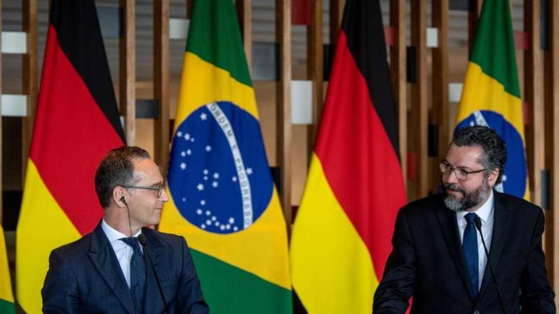Außenminister Heiko Maas (l.) und sein brasilianischer Amtskollege Ernesto Araujo vor der Presse. Foto: Fabian Sommer
