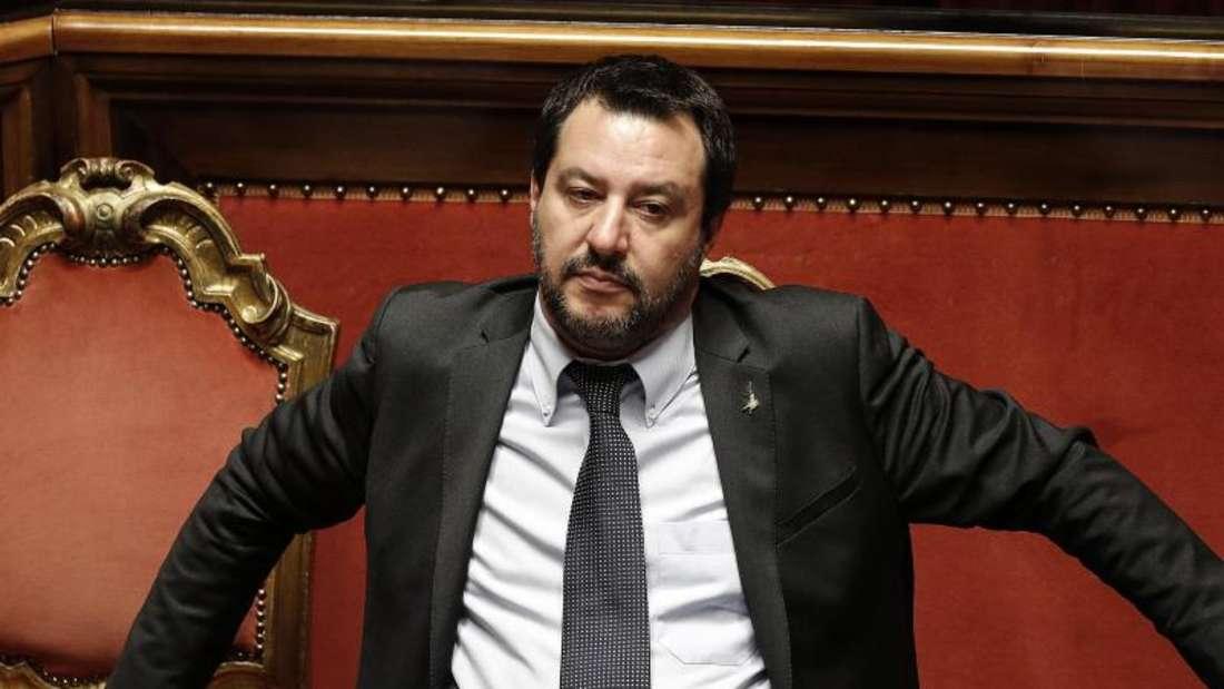 Italiens Innenminister Matteo Salvini vor Beginn einer Vertrauensabstimmung über den Haushaltsplan im italienischen Senat. Foto: Riccardo Antimiani/ANSA/dpa