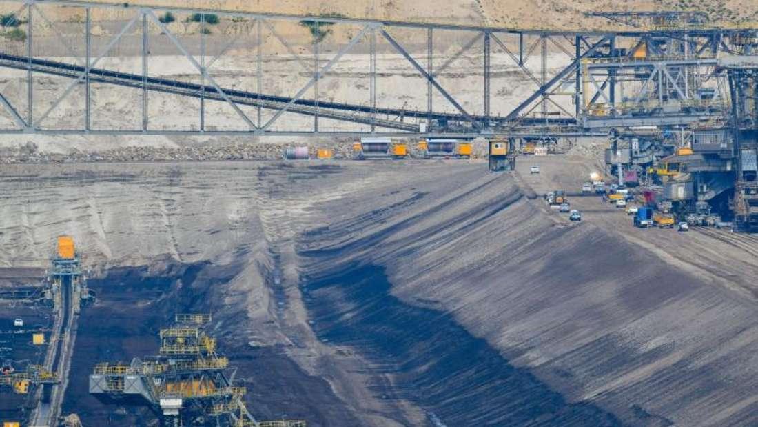 Blick auf die Förderbrücke F60 im Braunkohletagebau Jänschwalde der Lausitz Energie Bergbau AG (LEAG). Im Braunkohletagebau Jänschwalde wird das 2. Lausitzer Flöz abgebaut. Foto: Patrick Pleul