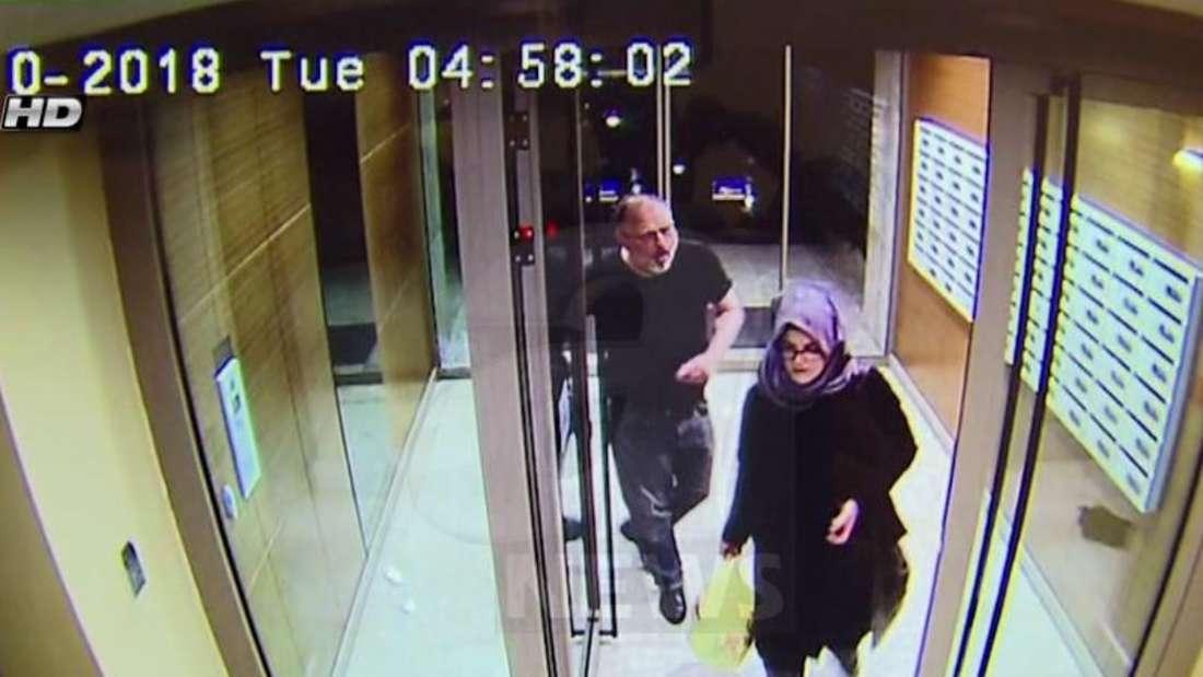 Auf dem Video-Standbild des türkischen Fernsehsender A News sind angeblich Jamal Khashoggi und seine Verlobte Hatice Cengiz zu sehen - wenige Stunden vor Khashoggis Tod. Foto: A News