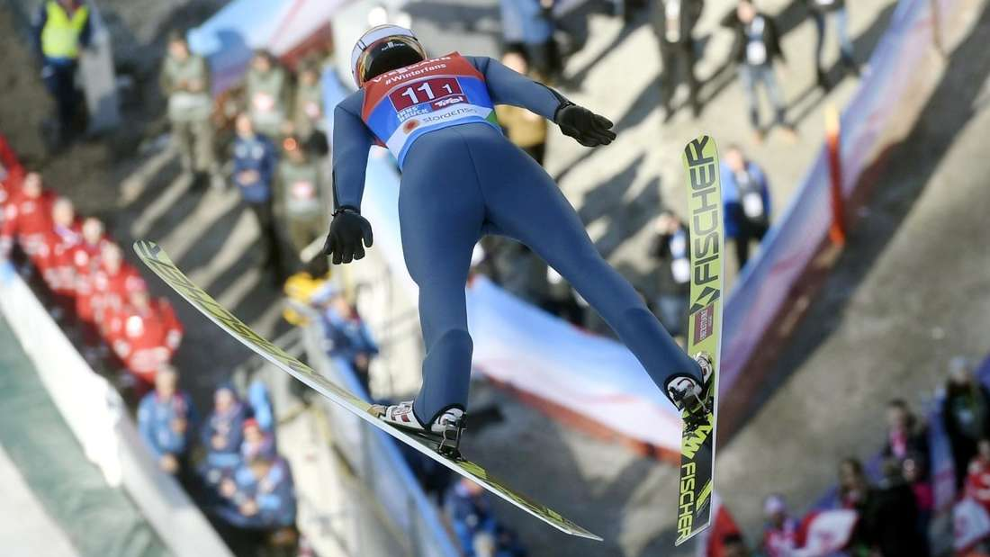Vierschanzentournee: Karl Geiger fliegt über die Schanze von Innsbruck.