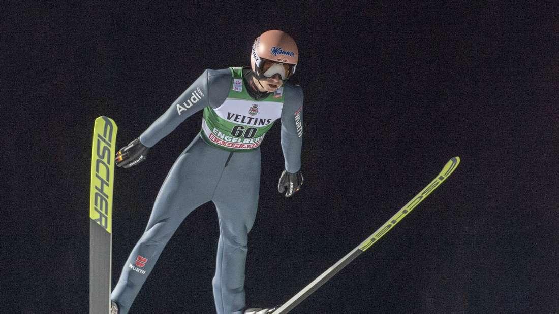 Skispringen: Karl Geiger auf der Schanze in Engelberg.