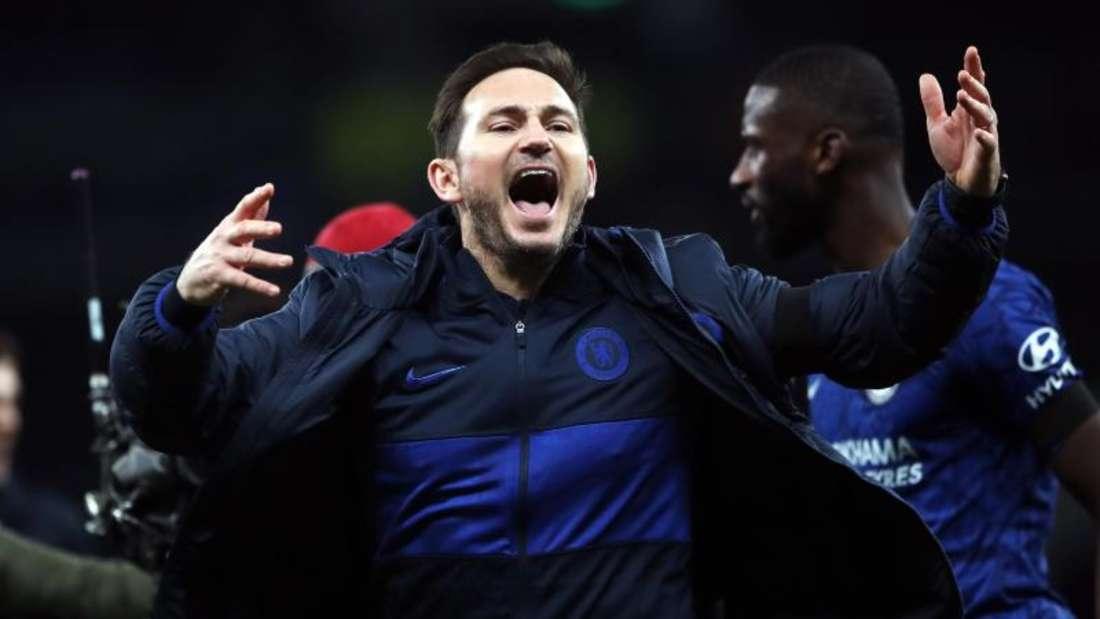 Chelsea-Coach Frank Lampard (vorne) sichert Antonio Rüdiger (hinten) vollste Unterstützung zu. Foto: Nick Potts/PA Wire/dpa