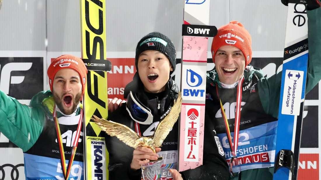 Skispringen: Das Podest der letztjährigen Vierschanzentournee: Sieger Ryoyu Kobayashi (Mitte) und die Deutschen Markus Eisenbichler (links) und Stephan Leyhe.
