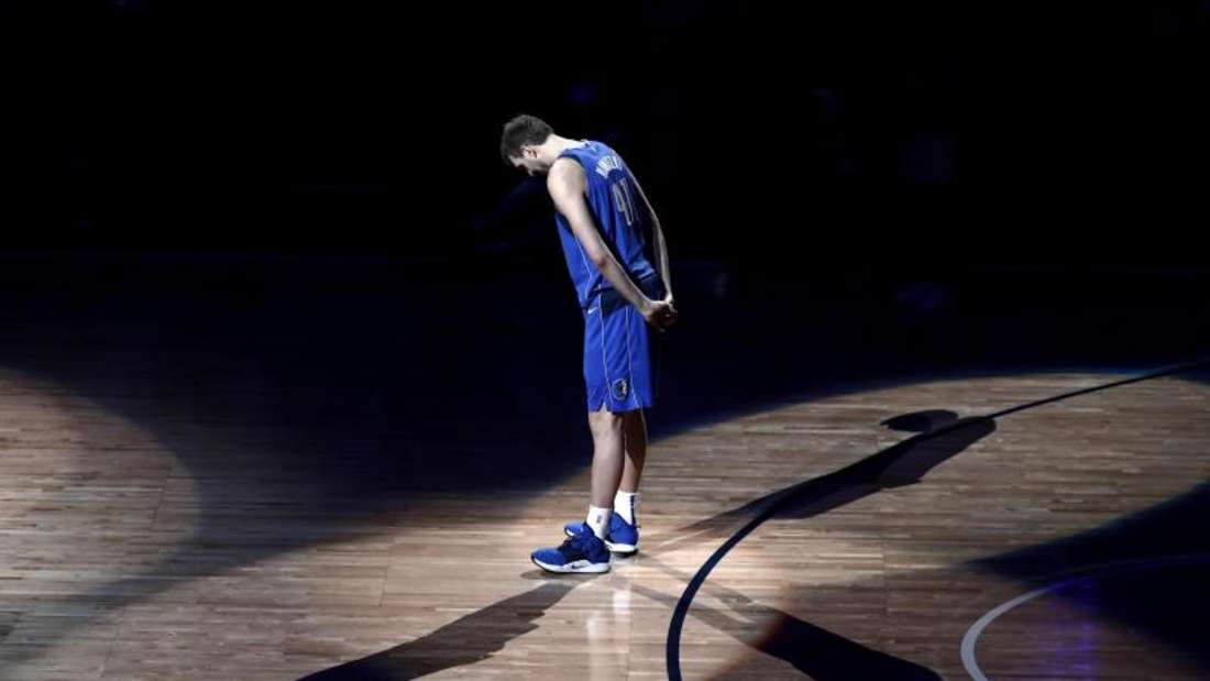 DirkNowitzki kündigte im April nach 21 Profijahren bei denDallas Mavericks in der NBA das Ende seiner Basketball-Karriere an. Foto: Tony Gutierrez/AP/dpa