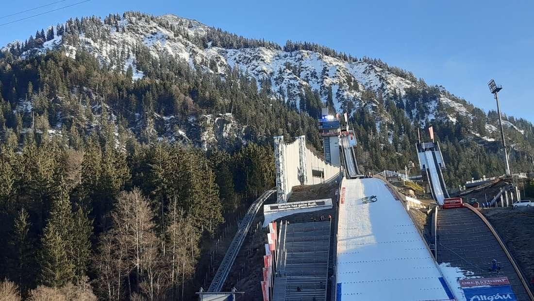 Knapp 2,5 Stunden vor dem Start in den Wettkampf ist das Wetter in Oberstdorf bestens. Kaum Wind, nicht zu kalt und strahlender Sonnenschein.