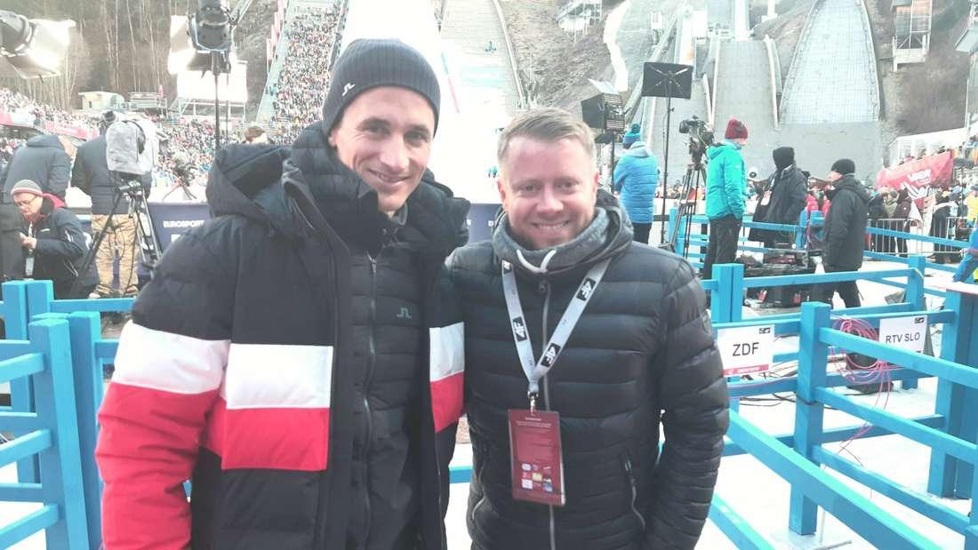 Eurosport-Experte Martin Schmitt (links) tippt heute auf Karl Geiger. chiemgau24.de-Reporter Tobias Ruf (rechts) auf Stefan Kraft.