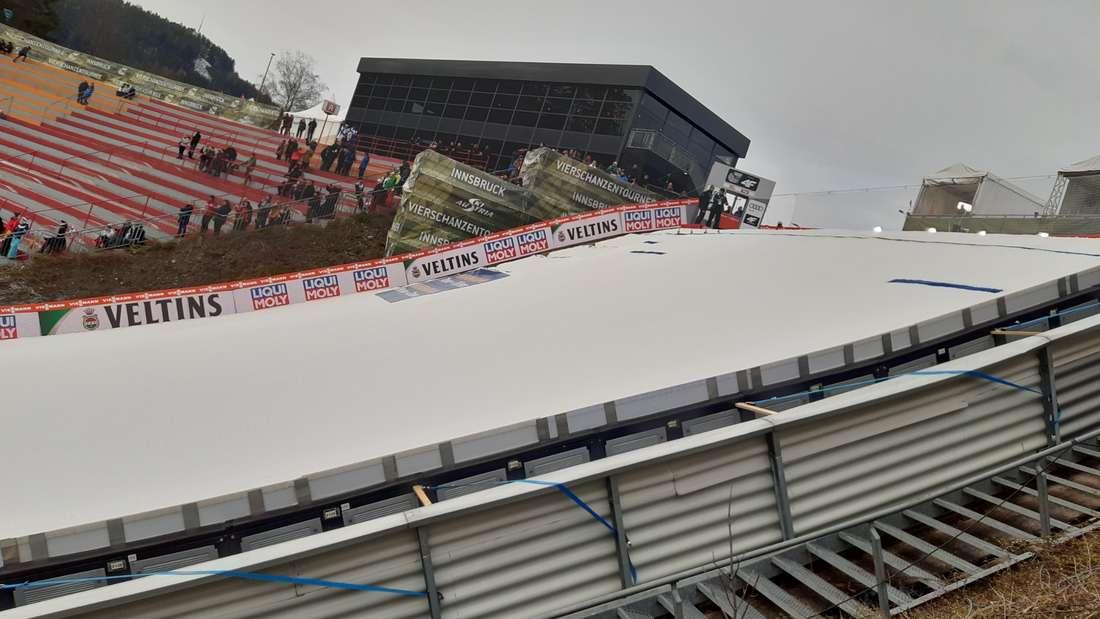Qualifikation in Innsbruck: Das Besondere an der Bergiselschanze ist, dass die Springer nach der Landung einen Gegenhang nach oben fahren. Auf den Sprung hat das keinen Einfluss, dennoch kann man nach dem Sprung nicht abschalten sondern muss konzentriert bleiben.