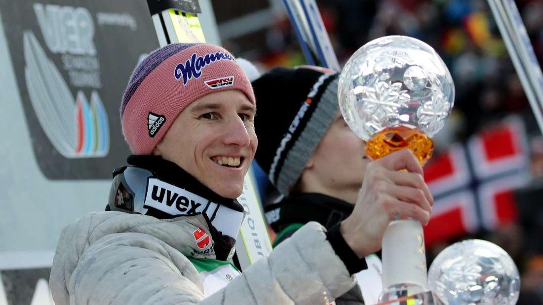 Springen in Garmisch: Karl Geiger strahlt nach seinem zweiten Platz.