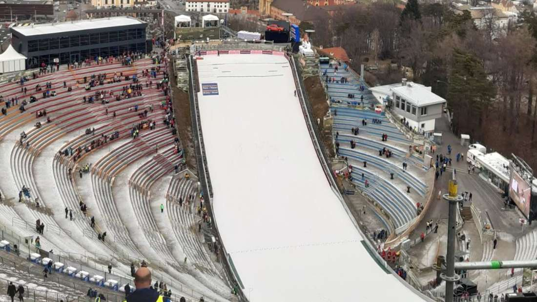 Qualifikation in Innsbruck: So langsam füllt sich die Bergiselschanze in Innsbruck.