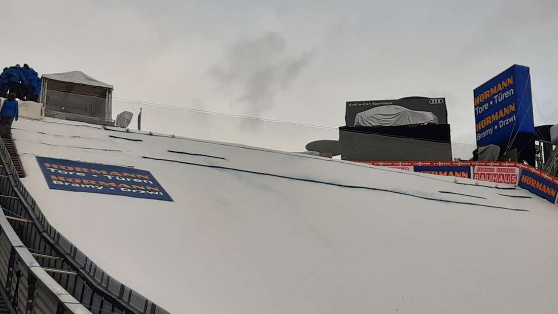 Vierschanzentournee: Eine Besonderheit der Schanze in Innsbruck ist der Gegenhang, den Athleten nach der Landung nach oben müssen.