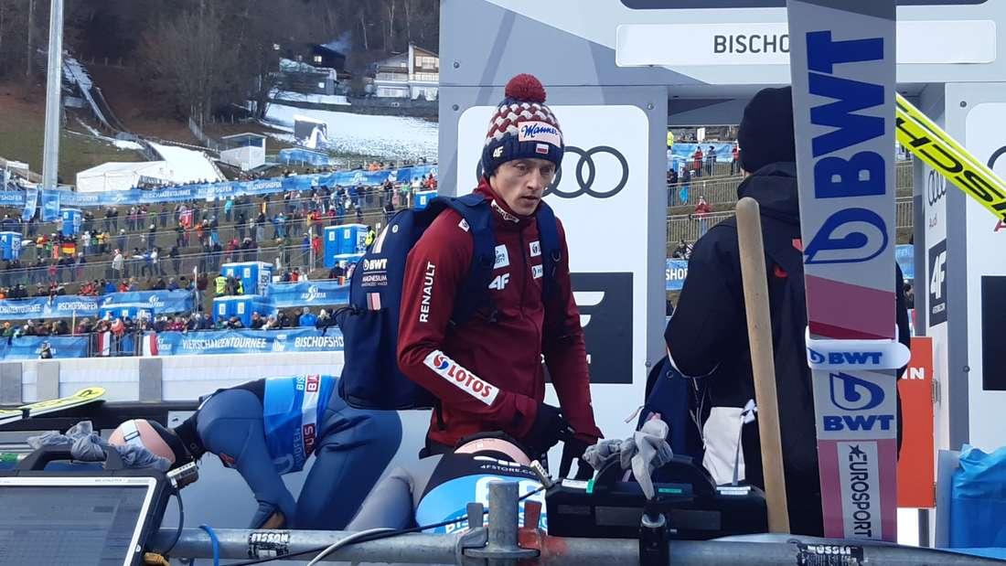 Vierschanzentournee: Dawid Kubacki wirkt sehr konzentriert. Der Pole kann heute den größten Erfolg seiner Karriere einfahren.