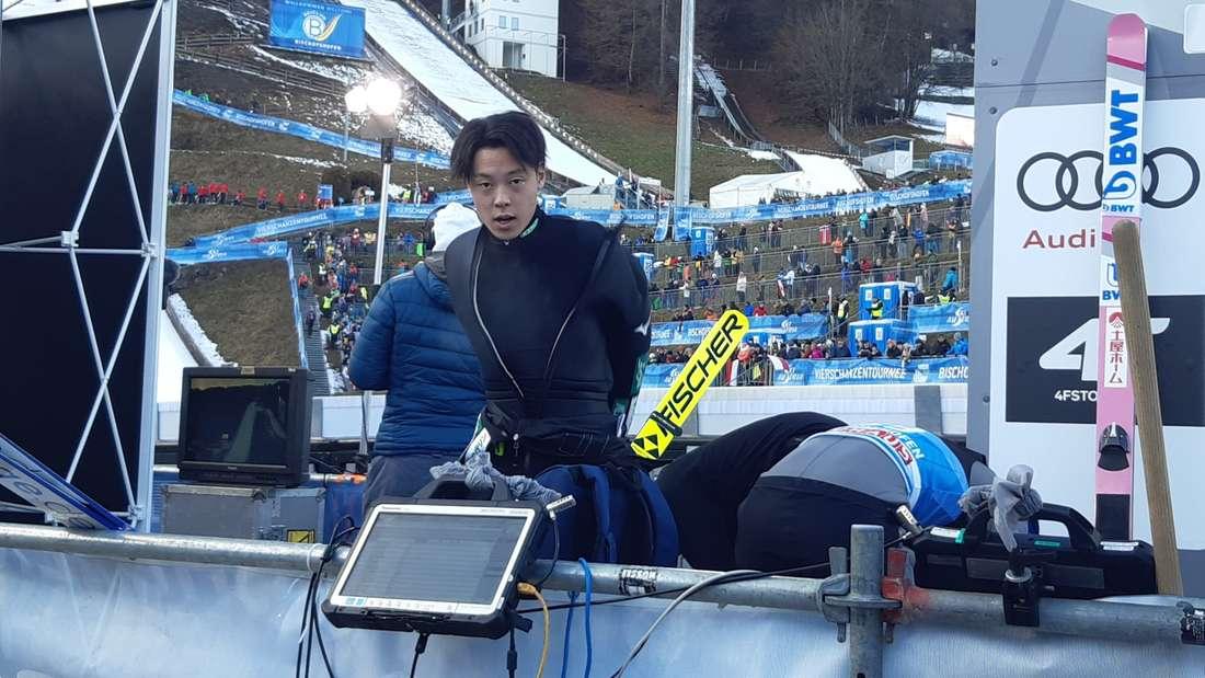 Vierschanzentournee: Ryoyu Kobayashi nach seinem Sprung. Der Japaner könnte heute seinen Titel verteidigen, noch hat er aber Luft nach oben.
