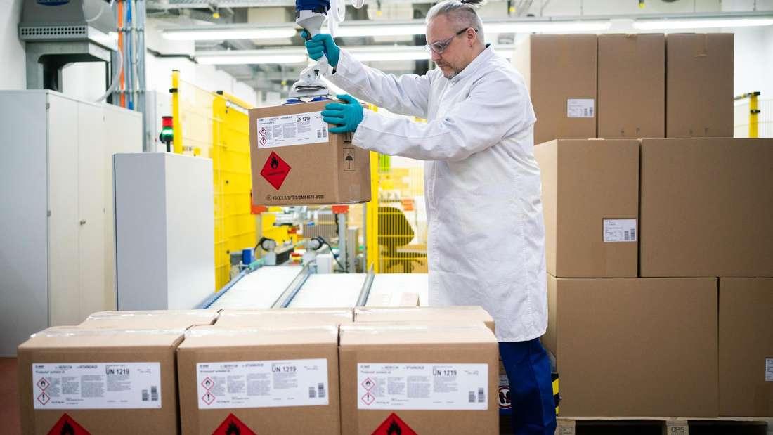 """Aktion """"Helping Hands"""": BASF stellt kostenlos Desinfektionsmittel für Kliniken und Krankenhäuser her"""