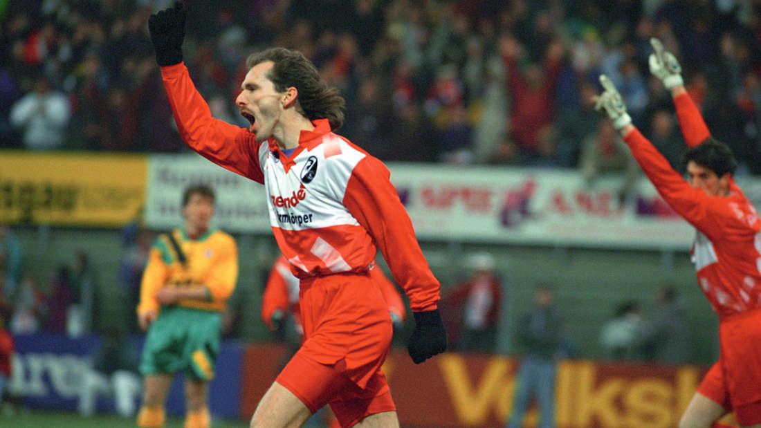 Der SC Freiburg kann sich in den 90er Jahren in der Bundesliga etablieren.