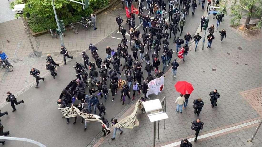 Lautstarke Proteste gegen Nazi-Aufmarsch in den Straßen von Worms