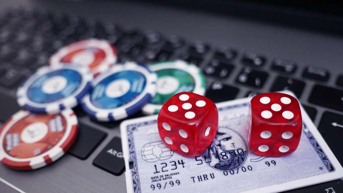 Wer online sicher zocken möchte, sollte auf ein paar wichtige Dinge achten. Dann kann das Glücksspiel am PC oder Handy großen Spaß machen.