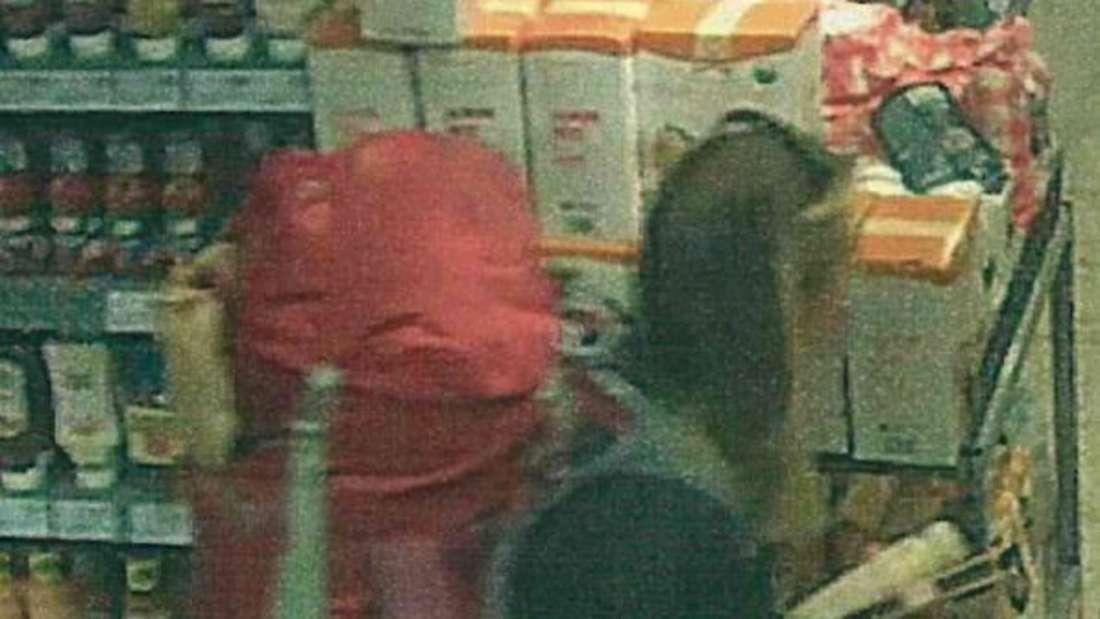 Die vermisste Scarlett S. ist beim Einkaufen auf einem Überwachungsvideo zu sehen.