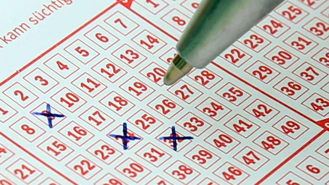 Wer online Lotto spielt, hat gute Chancen, pünktlich zum Weihnachtsfest große Gewinne einzufahren.