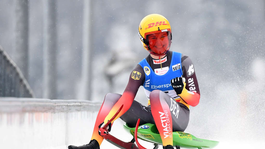 Rodel-WM: Die deutsche Rennrodlerin Julia Taubitz fährt auf der Kunsteisbahn am Königssee jubelnd ins Ziel ein.