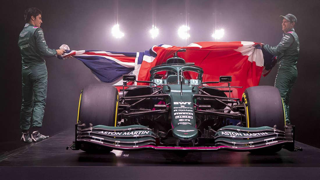 Sebastian Vettel (r.) und Lance Stroll enthüllen den neuen AMR21