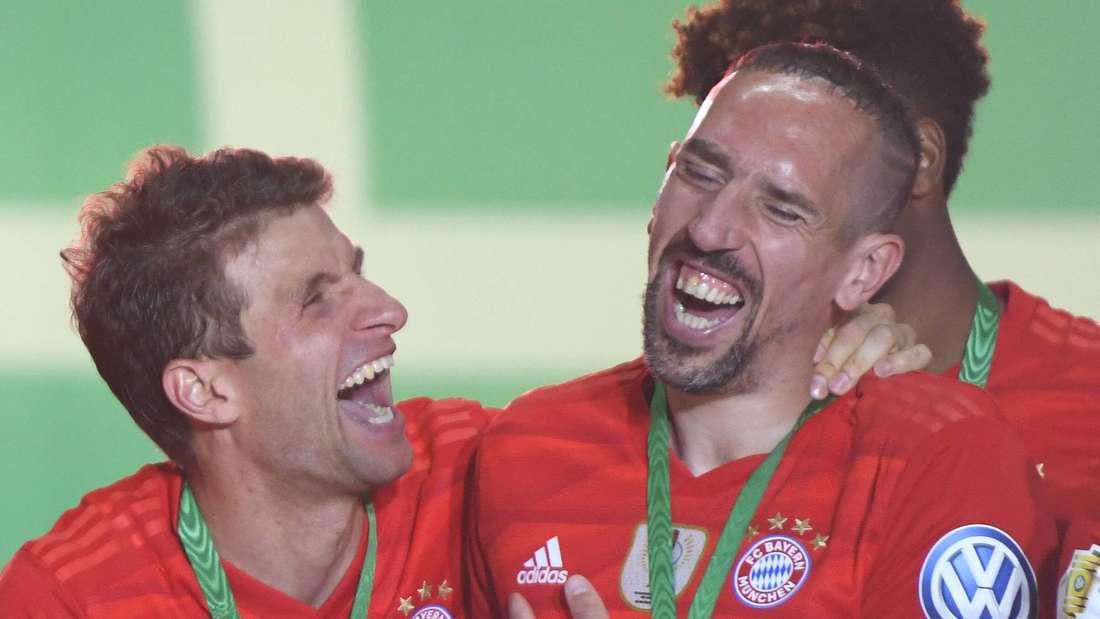 Hatte während seiner Zeit in München viel gute Laune: Franck Ribéry (r.) - hier mit Thomas Müller nach dem DFB-Pokalsieg 2019.