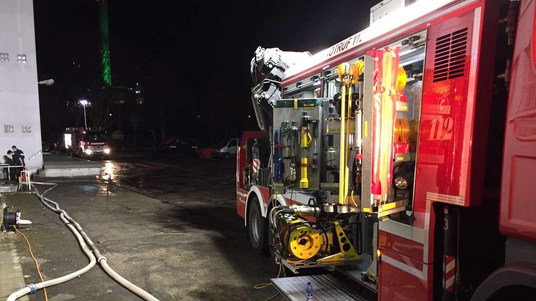 Der Wasserrohrbruch in der Frankenthaler Straße in Ludwigshafen hielt die Feuerwehr die ganze Nacht auf Trab.