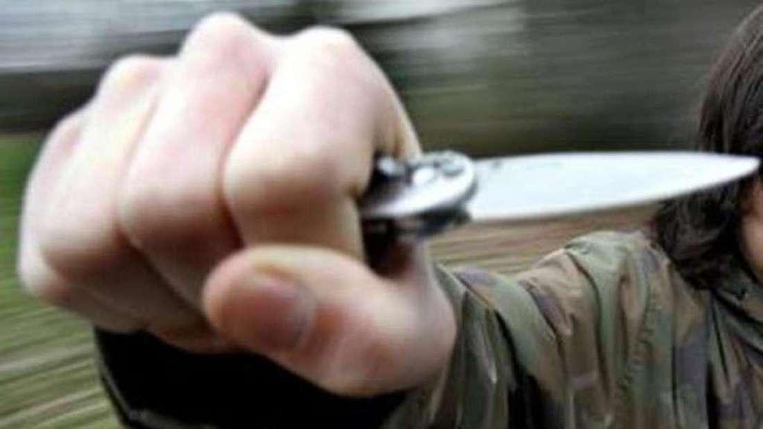 Bewaffneter Krimineller überfällt Tankstelle in Römerstraße (Symbolfoto)