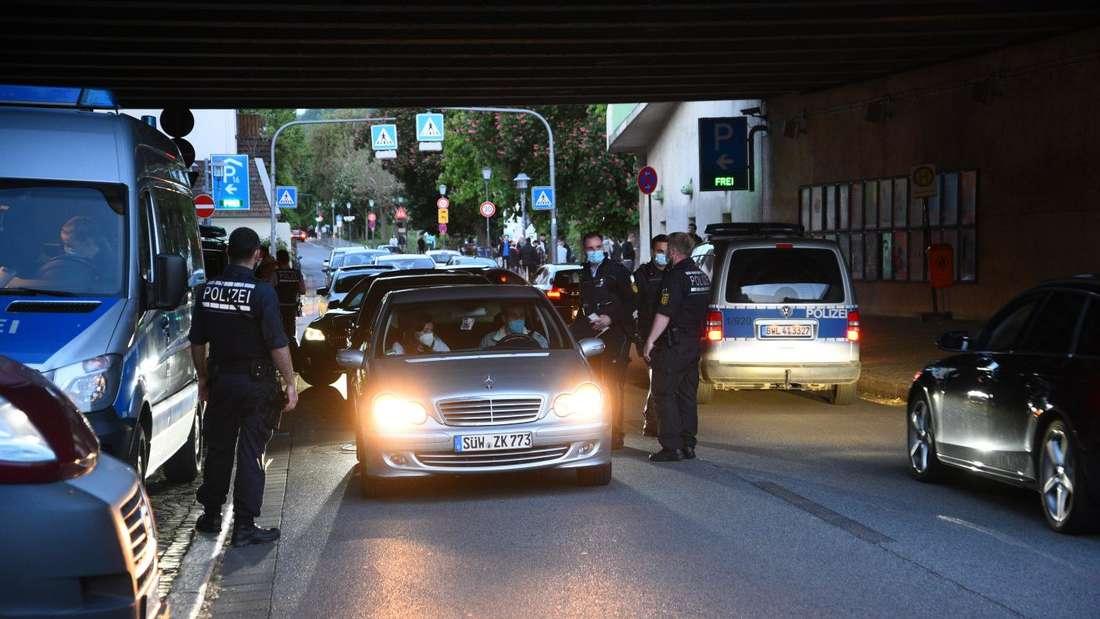 Polizeikontrolle an der Neckarwiese in Heidelberg.